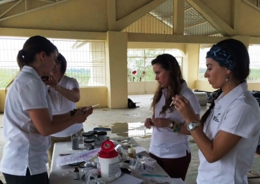Cleaning_hearing_aids_in_the_mostly_deaf_community_of_Leveque-83